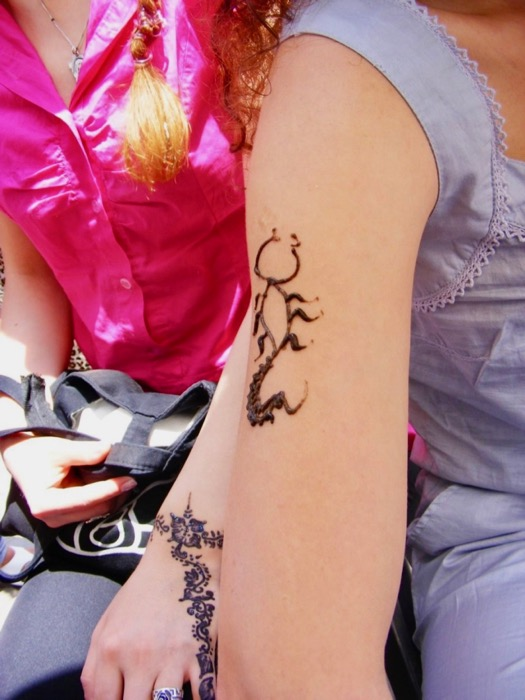 v tatuaj henna