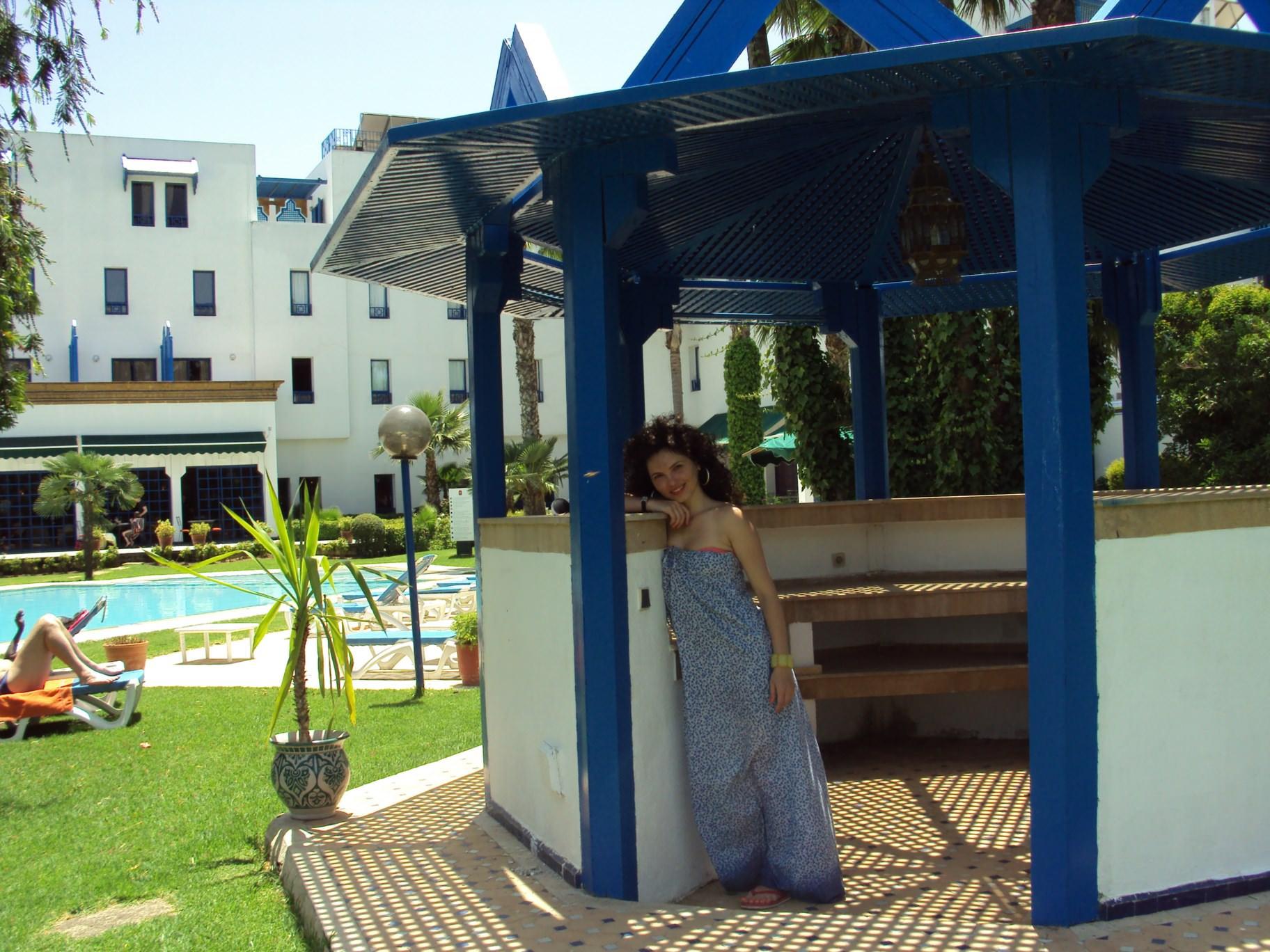 În curtea hotelului Ibis