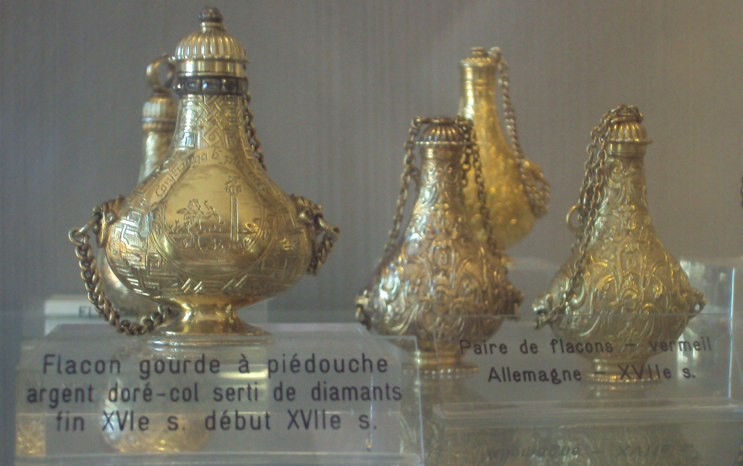 Muzeul Fragonard: sticluțe din sec XVI-lea - XVII-lea cu diamante!