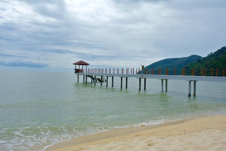 Junglă şi plajă în Parcul Naţional din Insula Penang