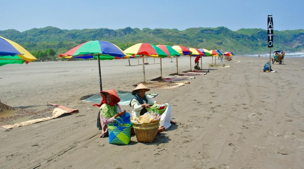 Plaja Parangtritis Yogyakarta: la plajă cu indonezienii 7