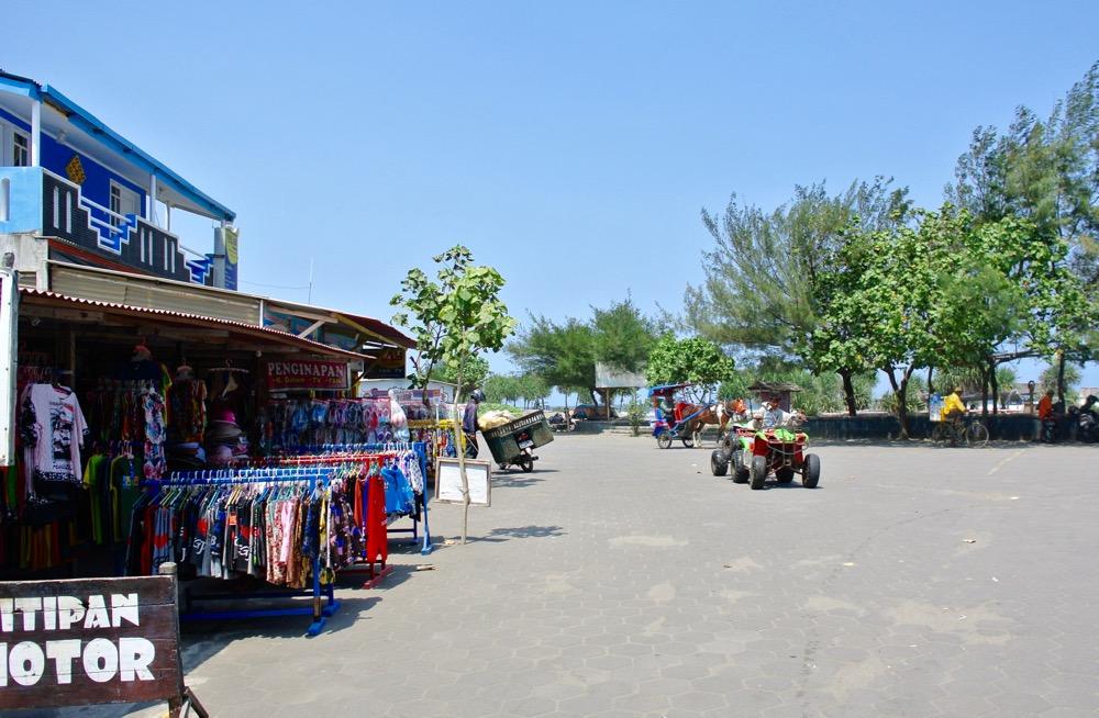 Plaja Parangtritis Yogyakarta: la plajă cu indonezienii 20