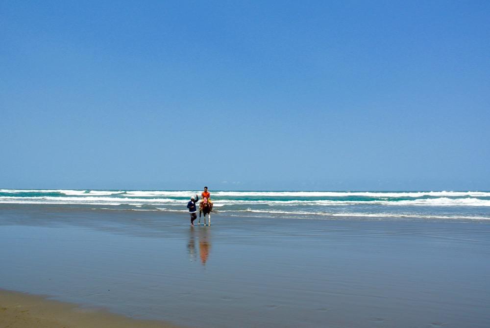 Plaja Parangtritis Yogyakarta: la plajă cu indonezienii 14