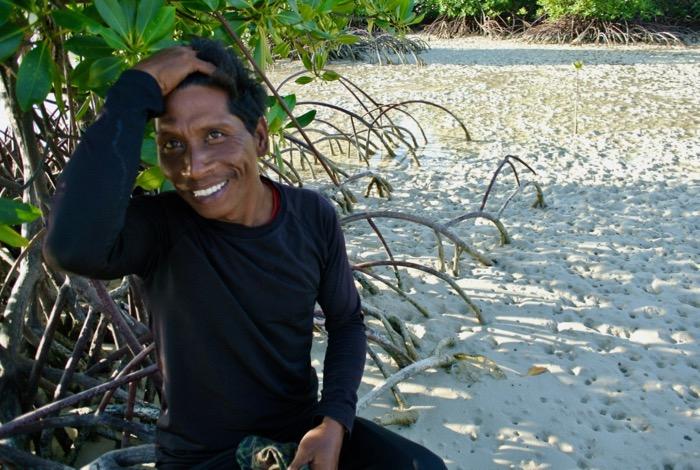 Plimbare prin padurea de mangrove din Karimunjawa Indonezia3 9