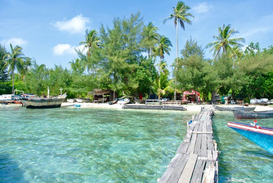 baie intr-o piscina naturala cu rechini 6