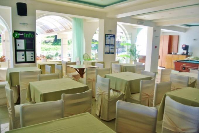 Statiunea Argassi Zakynthos plaja hotel commodore camere 1