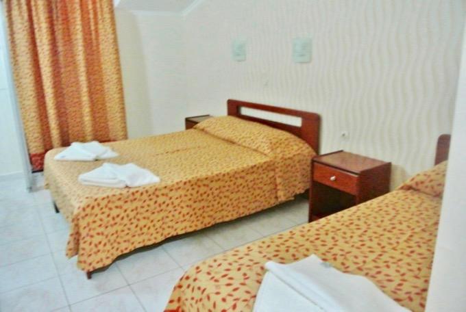 Statiunea Argassi Zakynthos plaja hotel commodore camere 2