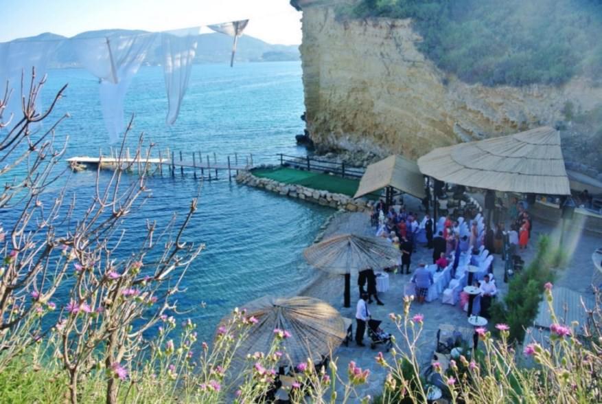 Nunta pe plaja din insula Cameo