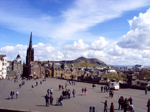 Esplanada din fata castelului Edinburgh, pe Royal Mile