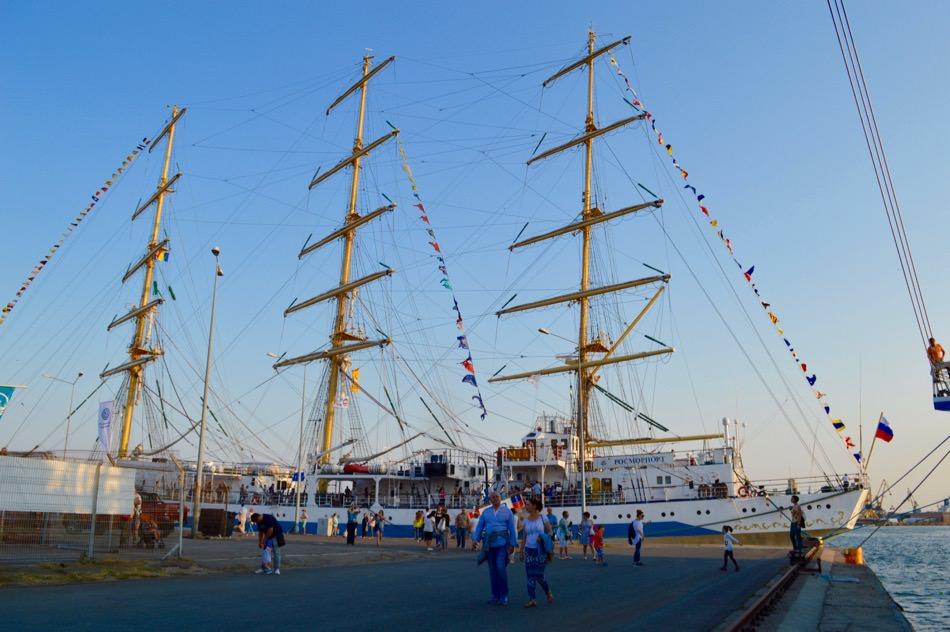 Nava de clasa A ruseasca Mir - este una singură, dar nu se mai termina