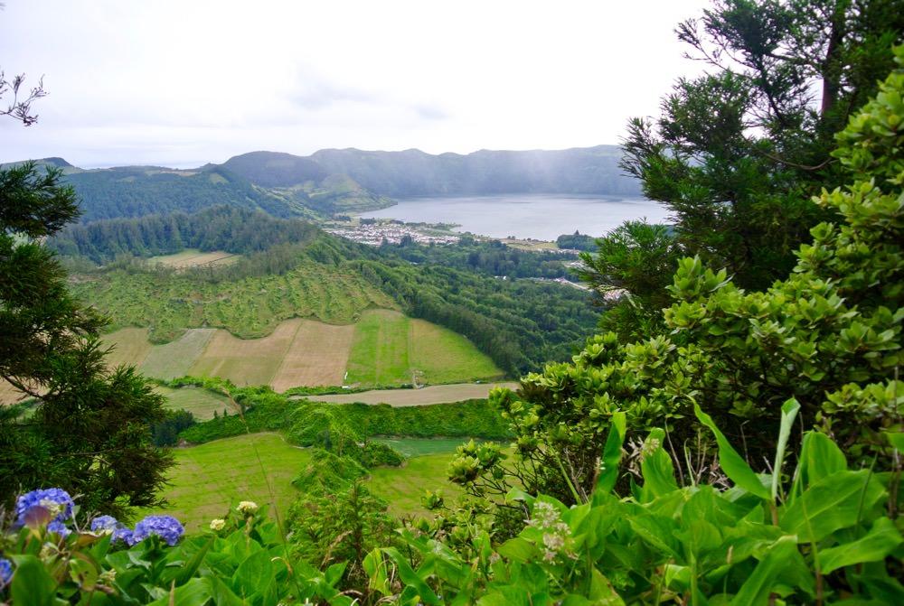 peisaje-natura-insulele-azore-vulcani-lacuri-hortensii4