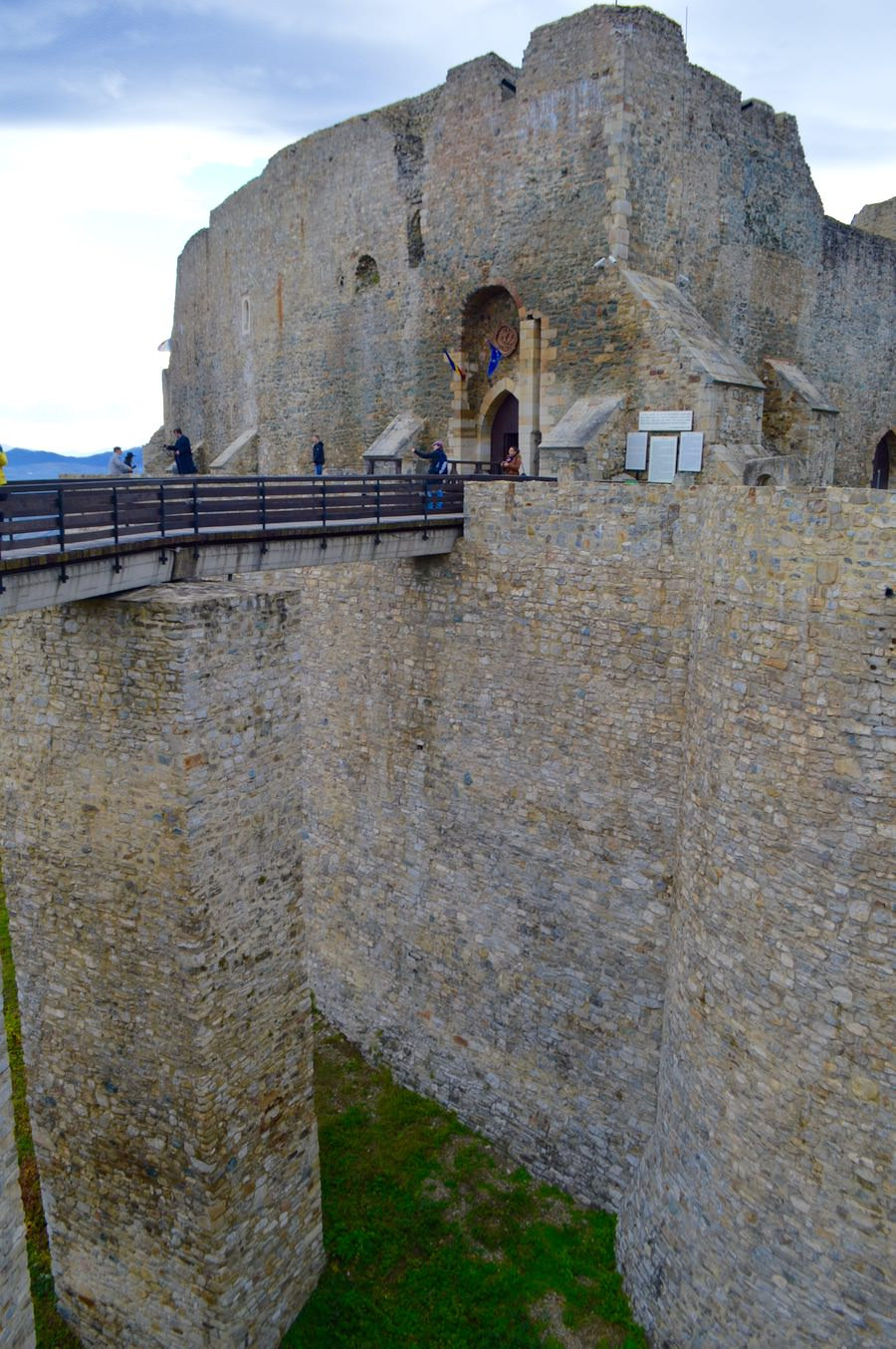 Și ce fortificații! cetatea neamt