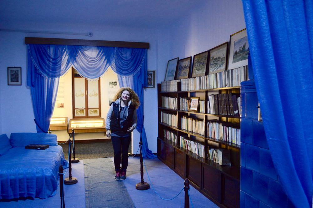 Biblioteca lui Mihail Sadoveanu din Casa Memorială