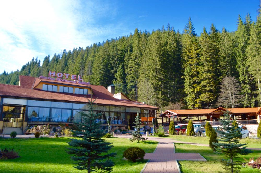 restaurantul-lacul-rosu2