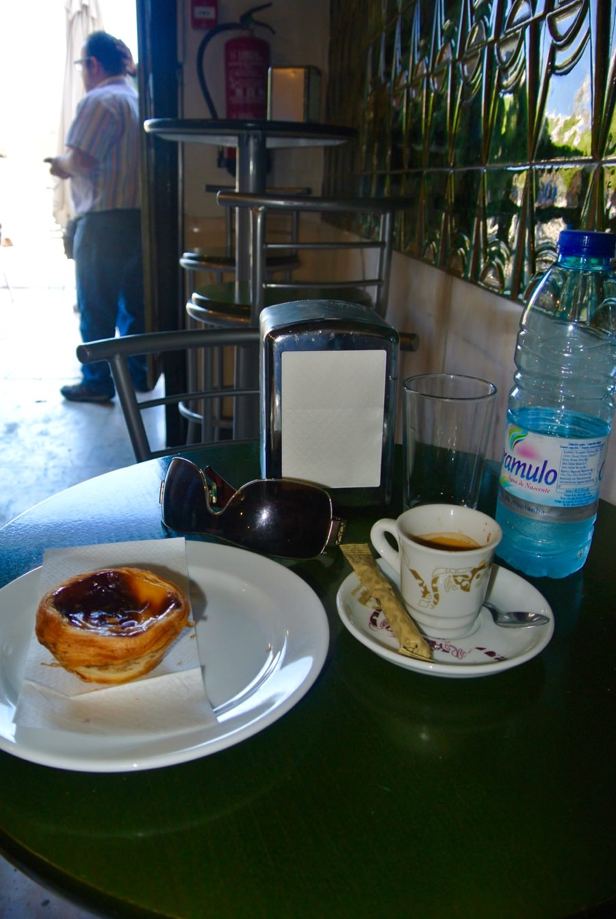 Lisabona local central pasteis cafea