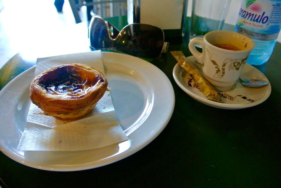 Pasteis cafea Lisabona local ieftin