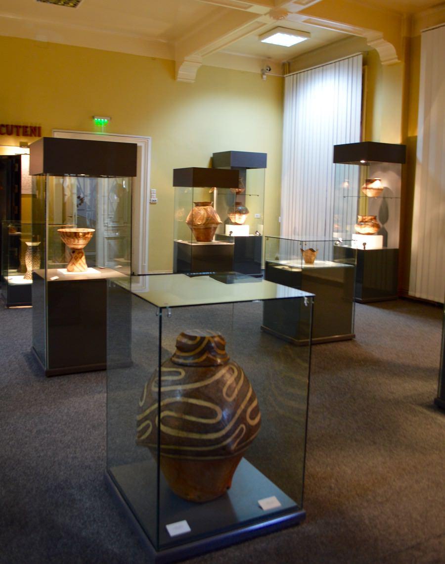 Muzeul de Artă Eneolitică Cucuteni parter exponate