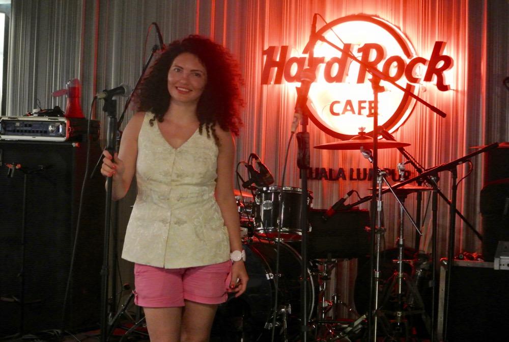 calatorit singura in Malaysia Kuala Lumpur Hard Rock