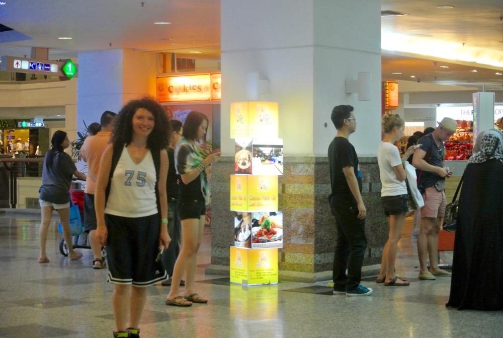 calatorit singura in Malaysia KL mall