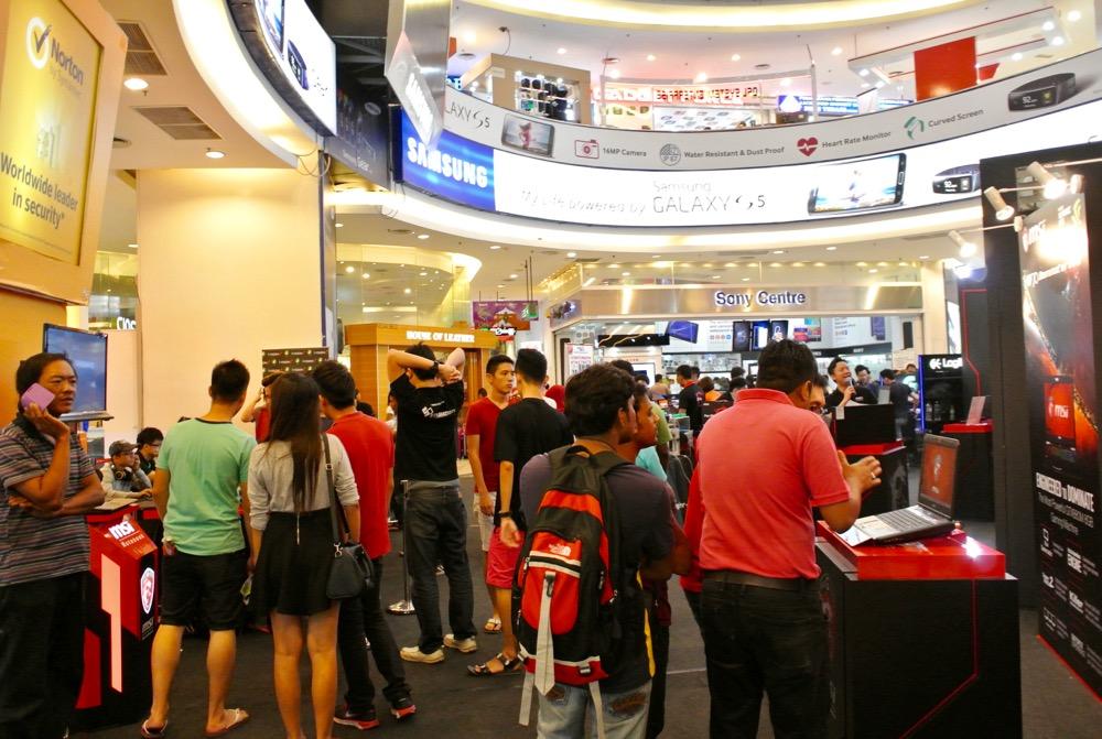 calatorit singura in Malaysia KL mall1