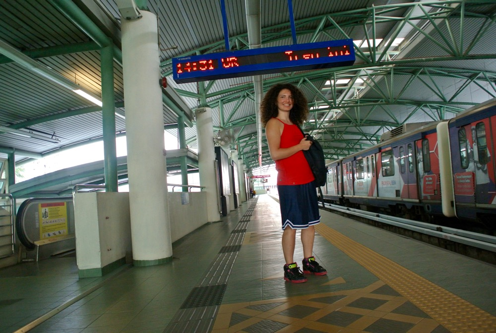 calatorit singura in Malaysia Kuala Lumpur statie tren