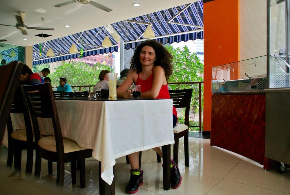 calatorit singura in Malaysia Kuala Lumpur terasa locala