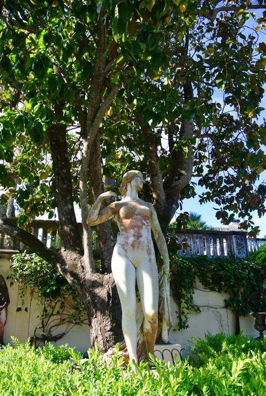 Palatul Achilleion din insula Corfu statui