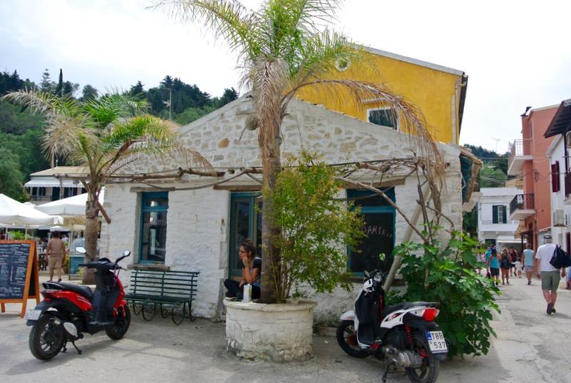 Satul pescăresc Lakka din Paxos 44