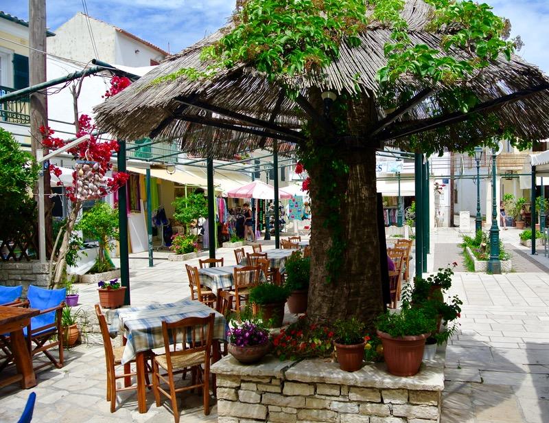 Satul pescăresc Lakka din Paxos 39