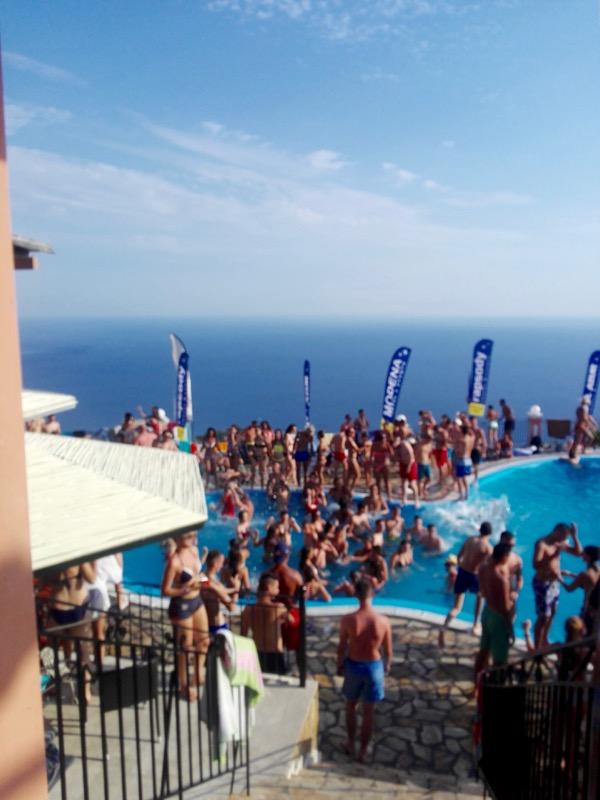 Taverna Golden Fox Bellavista Corfu petrecere la piscina