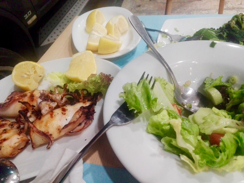Calamarii la gratar sau umpluti grecia 6