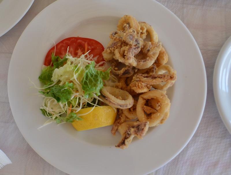Calamarii la gratar sau umpluti grecia 5
