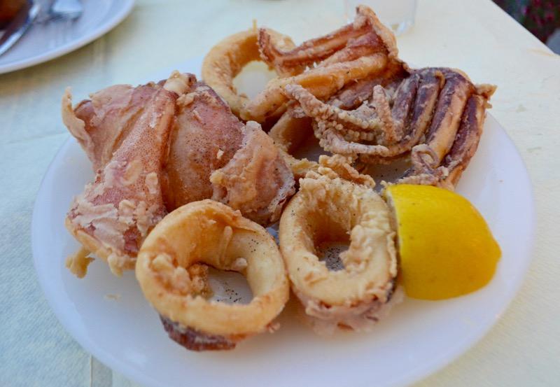 Calamarii la gratar sau umpluti grecia 2