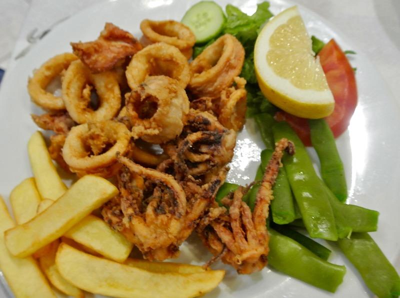 pane Calamarii la gratar sau umpluti grecia