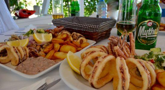 3 Calamarii la gratar sau umpluti grecia