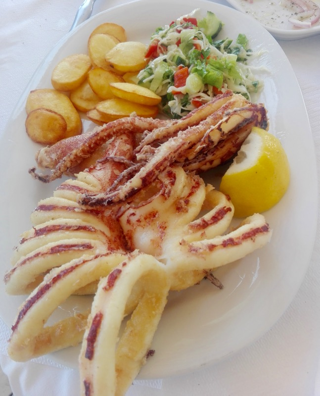 Calamarii la gratar sau umpluti grecia