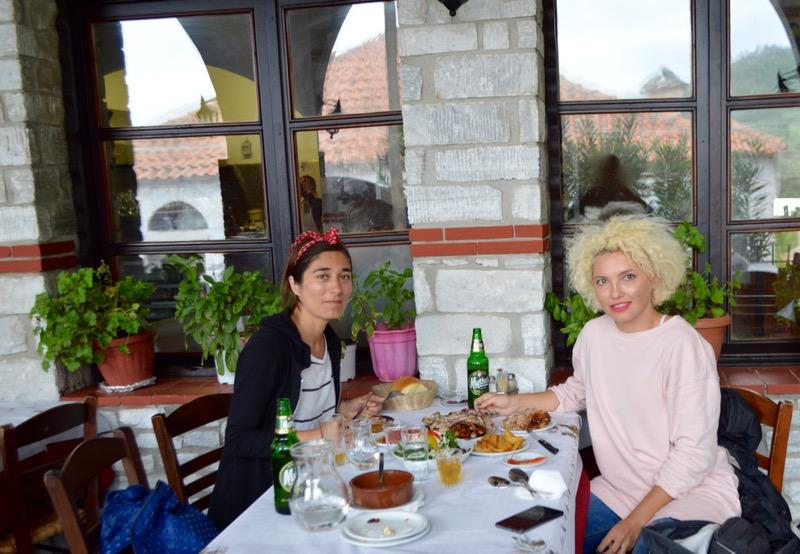 Locuri cu poveste: Miel rotisat la taverna Stelios Theologos Thassos miel ied 10