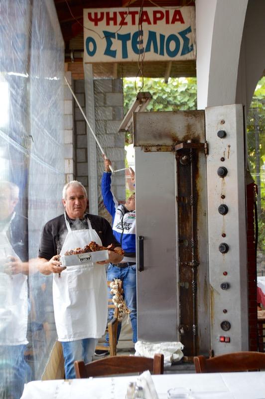 Locuri cu poveste: Miel rotisat la taverna Stelios Theologos Thassos miel ied 3