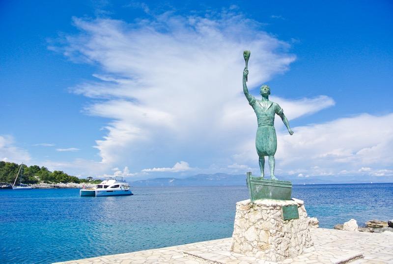 George Anemoyiannis statuia eroului insulei paxos