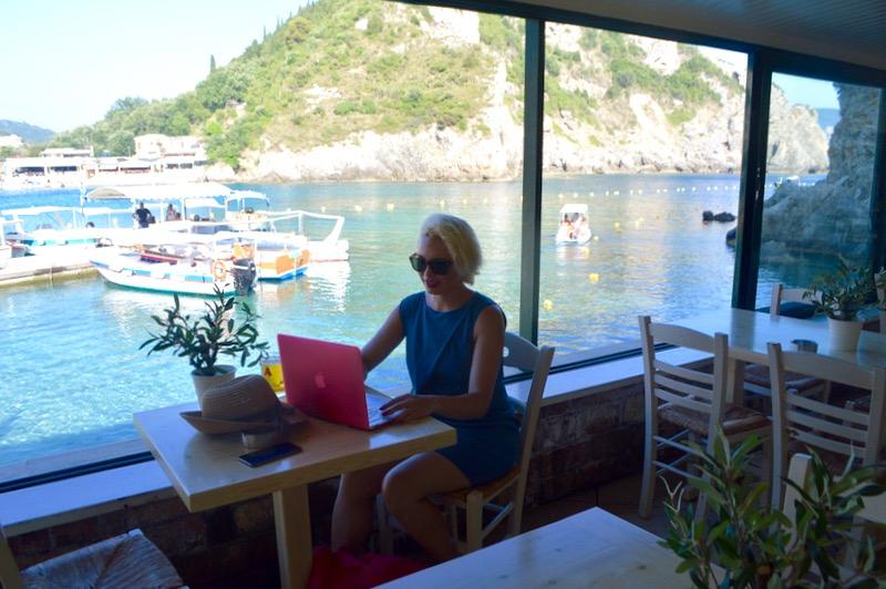 paleokastritsa corfu ghid plaje cazare hoteluri atractii