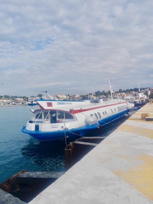 Excursie-optionala-insula-Corfu-Albania saranda delfin zburator