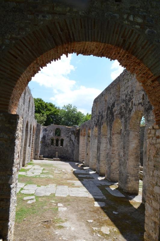 Situl antic Butrint Albania catedrala 10