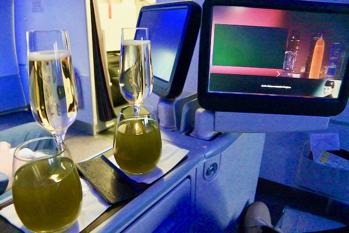 Zbor București Chiang Mai Qatar Airways Business Class sampanie limonada