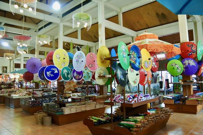 cumparaturi in Thailanda suveniruri Chiang Mai umbrele hartie
