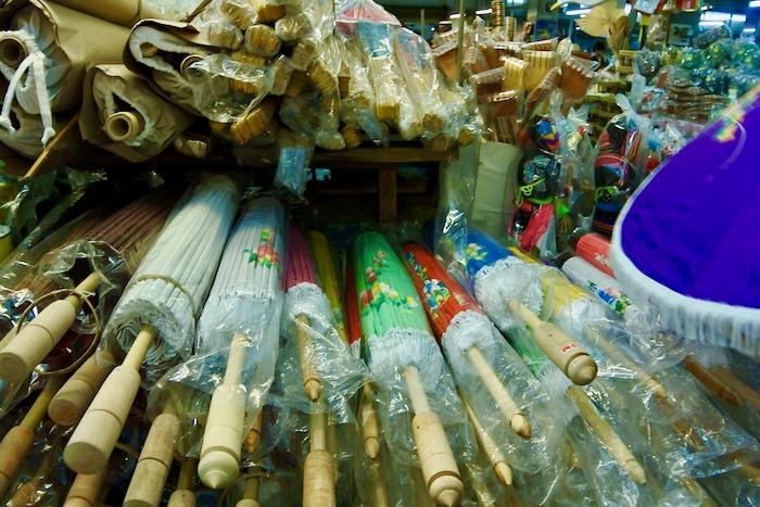 cumparaturi in Thailanda suveniruri Chiang Mai umbrele 1
