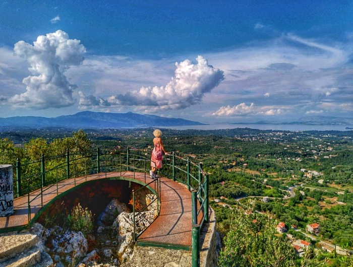 Tronul Kaiserului Pelekas Corfu sat 16