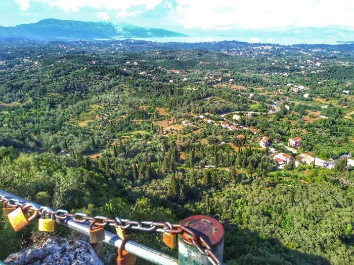 Tronul Kaiserului Pelekas Corfu sat 8