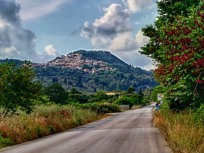 Tronul Kaiserului Pelekas Corfu sat 15
