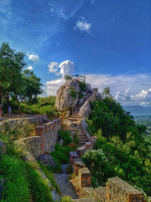 Tronul Kaiserului Pelekas Corfu sat 12