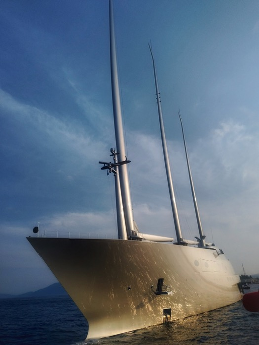 A yacht de navigatie Andrey Melnichenko 6